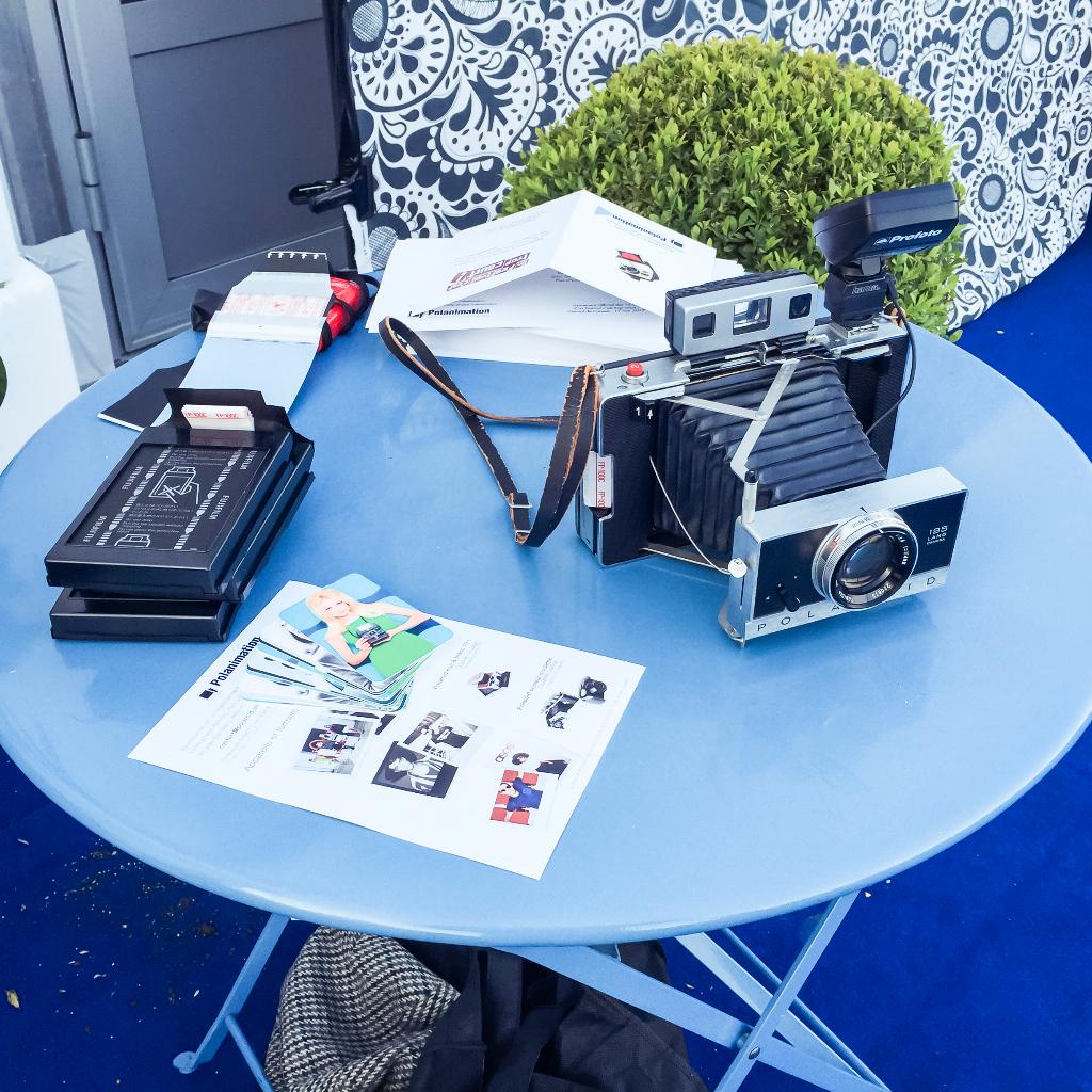 Photocall Polaroid retro Un festival Cest Trop Court Cannes